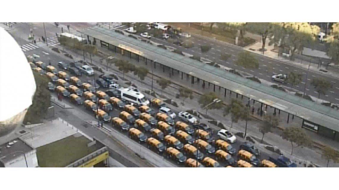 Impresionante: así bloquearon taxistas la 9 de Julio en repudio a Uber