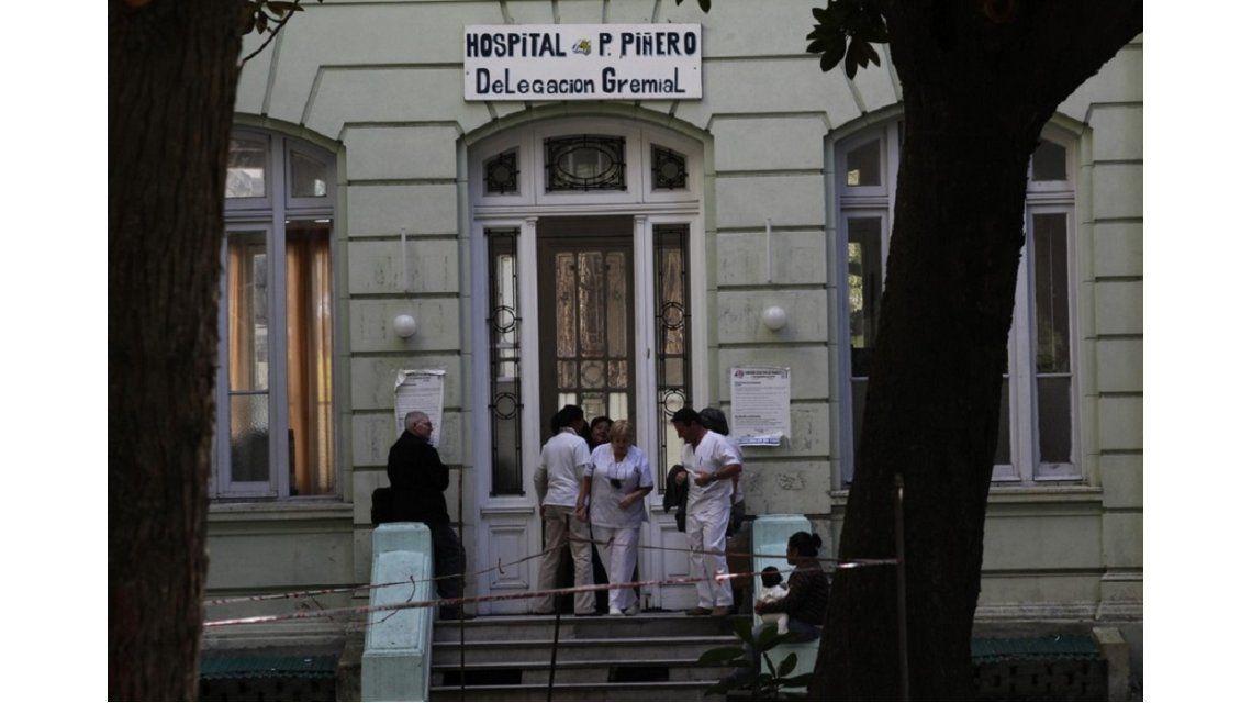 Por falta de vacunas antigripales, golpearon a un enfermero en el Piñero