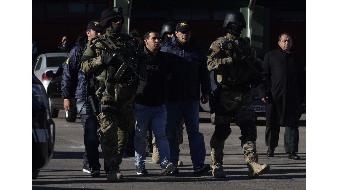 Impresionante operativo para trasladar al líder del grupo narco Los Monos
