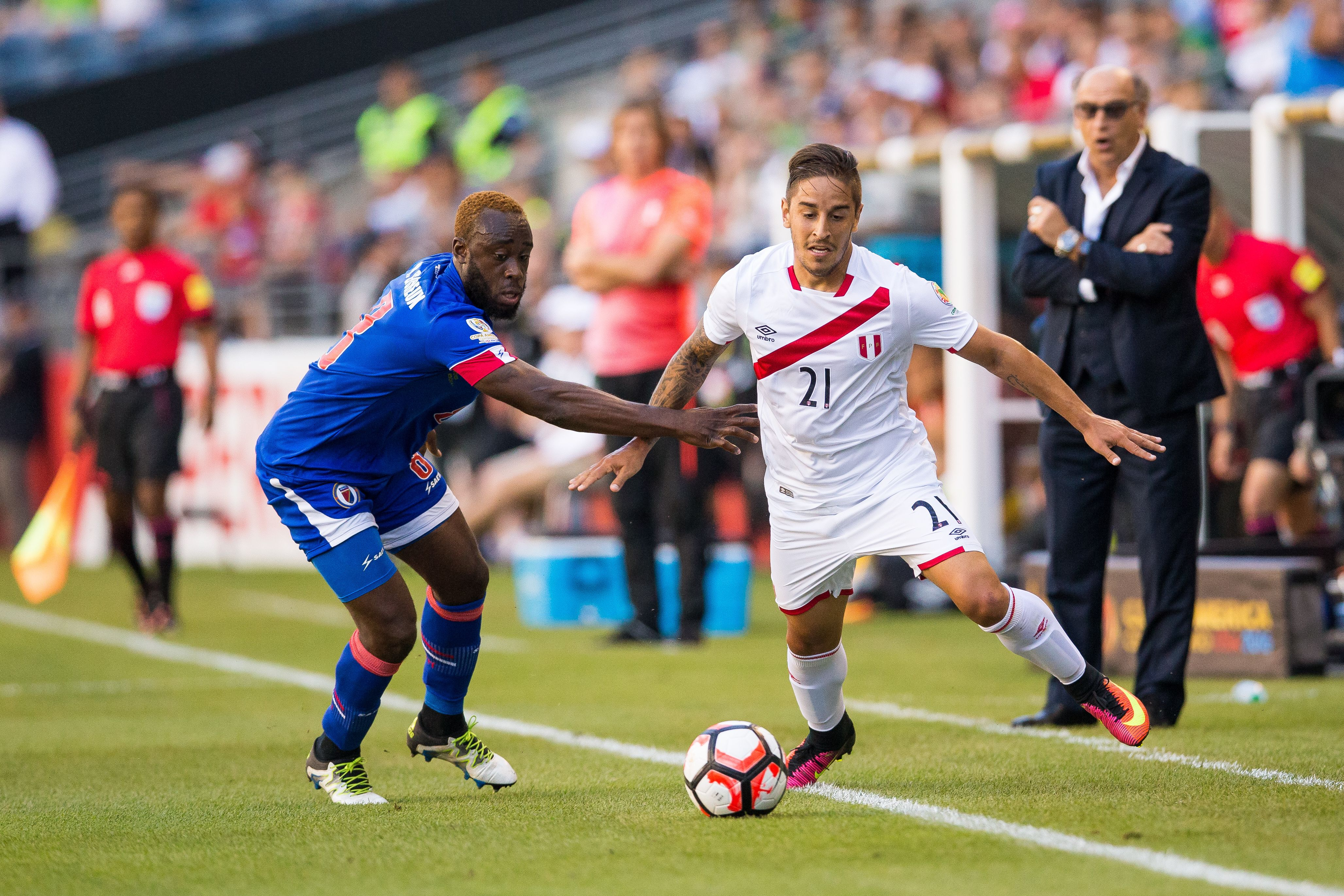 A Perú le costó pero le ganó al débil Haití en su debut