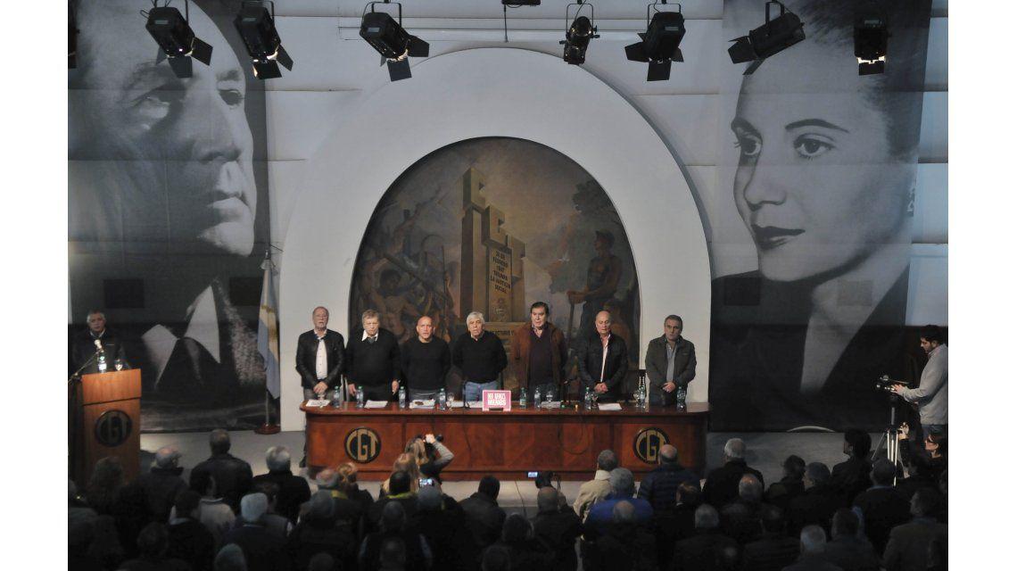 Moyano, Caló y Barrionuevo juntos: ratificaron la reunificación de la CGT