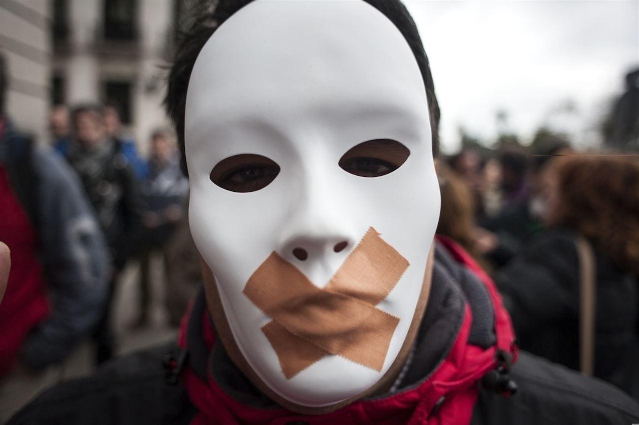 Polémica por el intento de ocultar a blanqueadores y la amenaza a periodistas