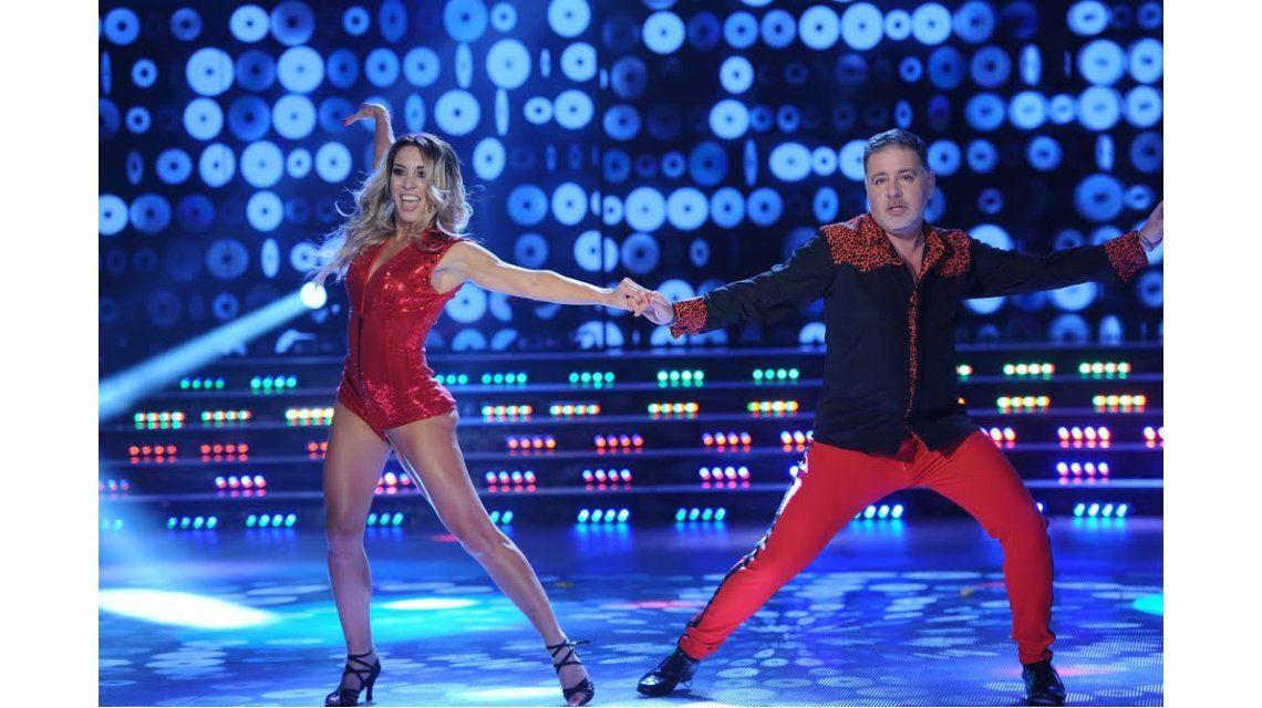Con chupines rojos y animal print, Fabián Doman debutó en el Bailando