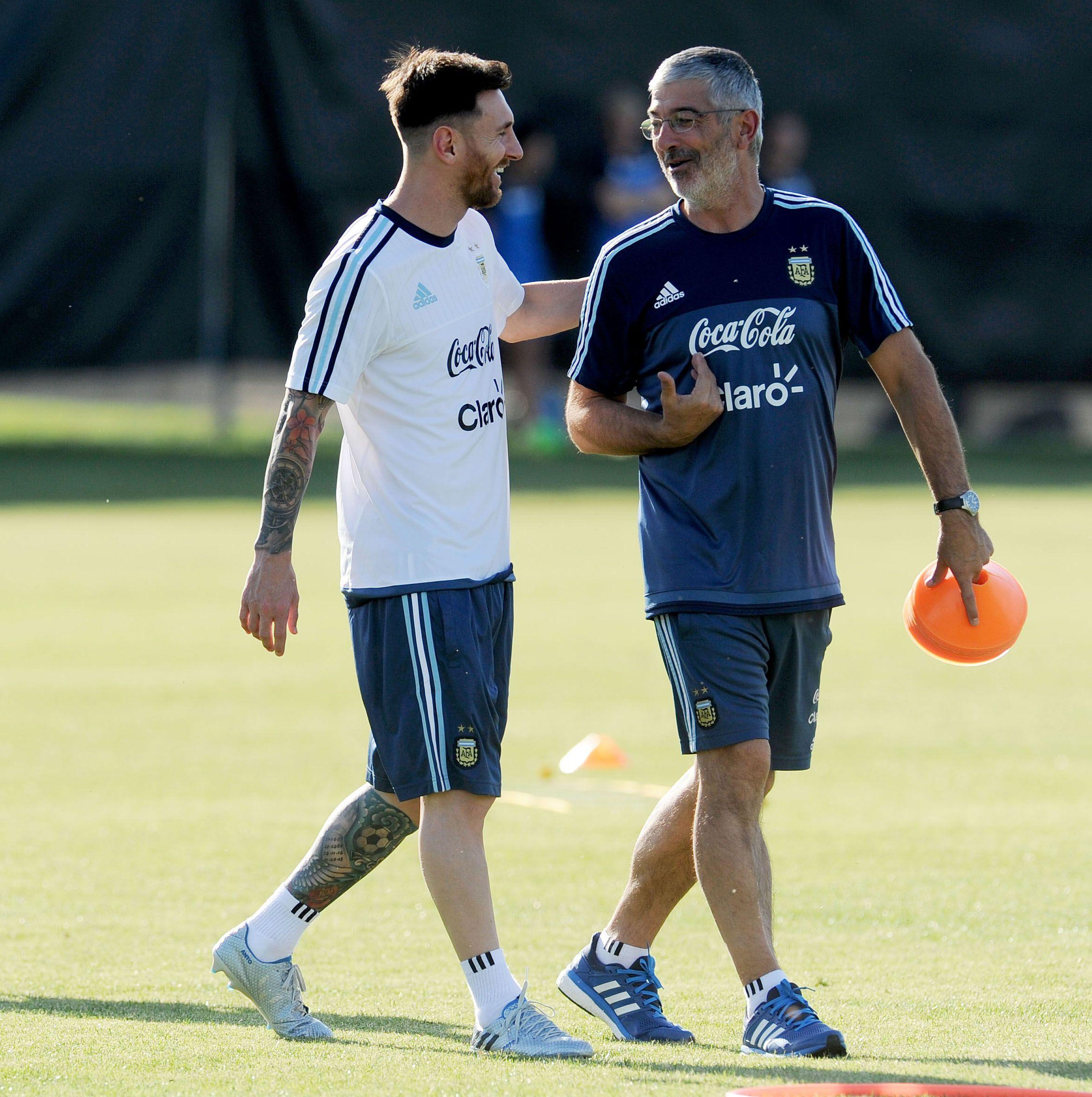 Messi se puso los botines y entrenó por primera vez tras la lesión
