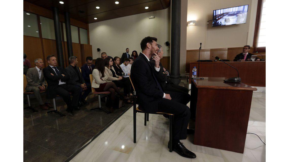 Messi y su padre fueron condenados a 21 meses de cárcel por fraude fiscal
