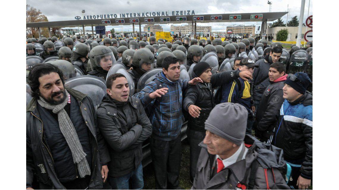 Ezeiza: Gendarmería reprimió a manifestantes y liberó la Riccheri