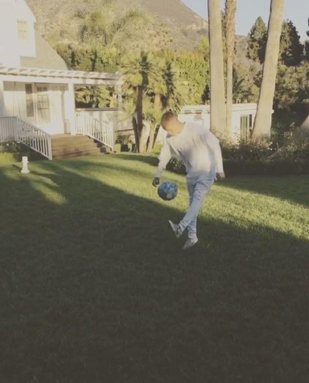 Mejor de lo esperado: mirá a Justin Bieber hacer jueguito con Neymar