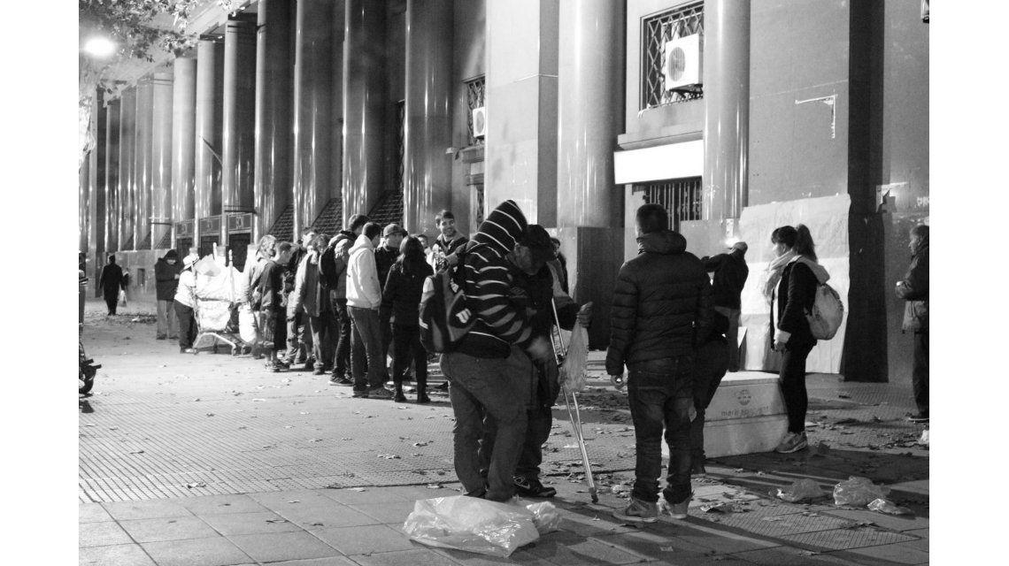 Creció un 23% la cantidad de personas que duerme en las calles de la Ciudad