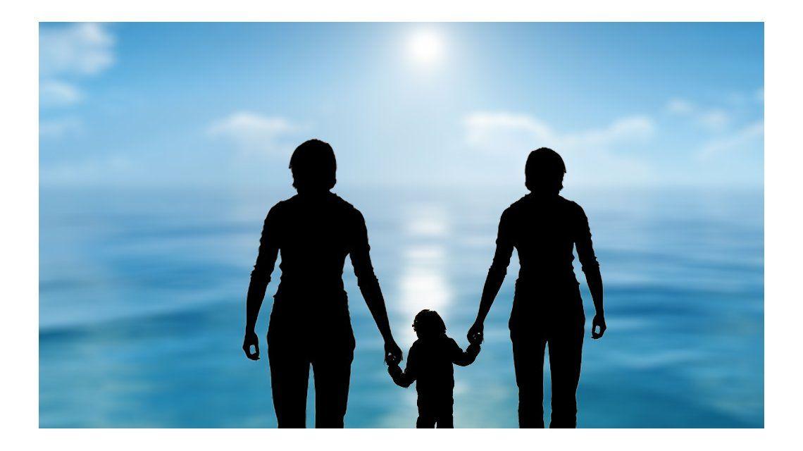 Conocé la historia del nene de 10 años que pasó a tener legalmente dos mamás