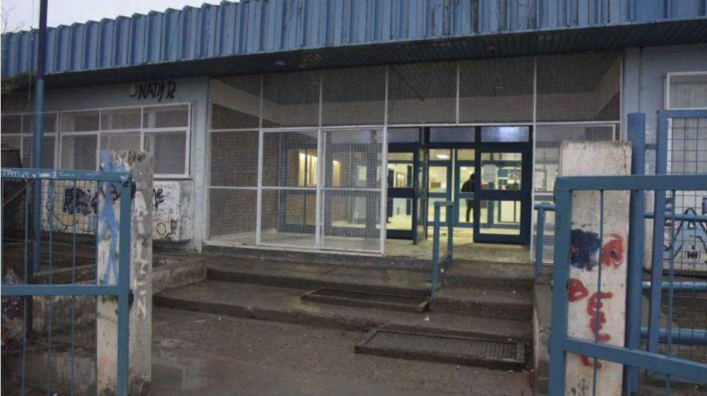 No fue gracioso: tiraron gas pimienta en una escuela y se desmayaron 10 chicos