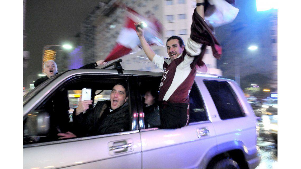 Las fotos de los festejos de los hinchas de Lanús