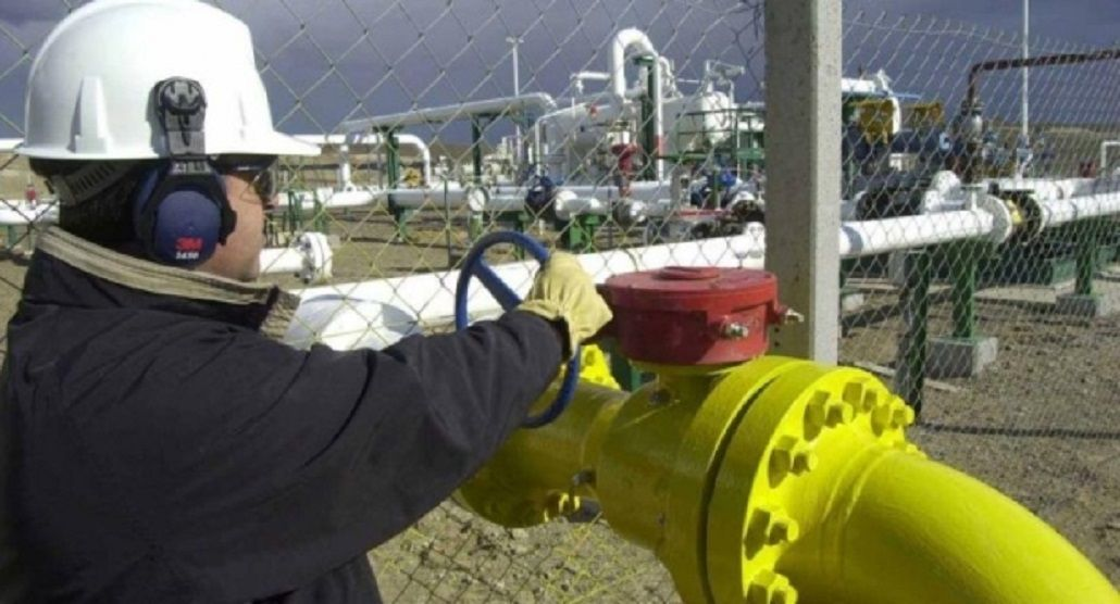 Aranguren le pide reducir a cero el consumo de gas a grandes empresas