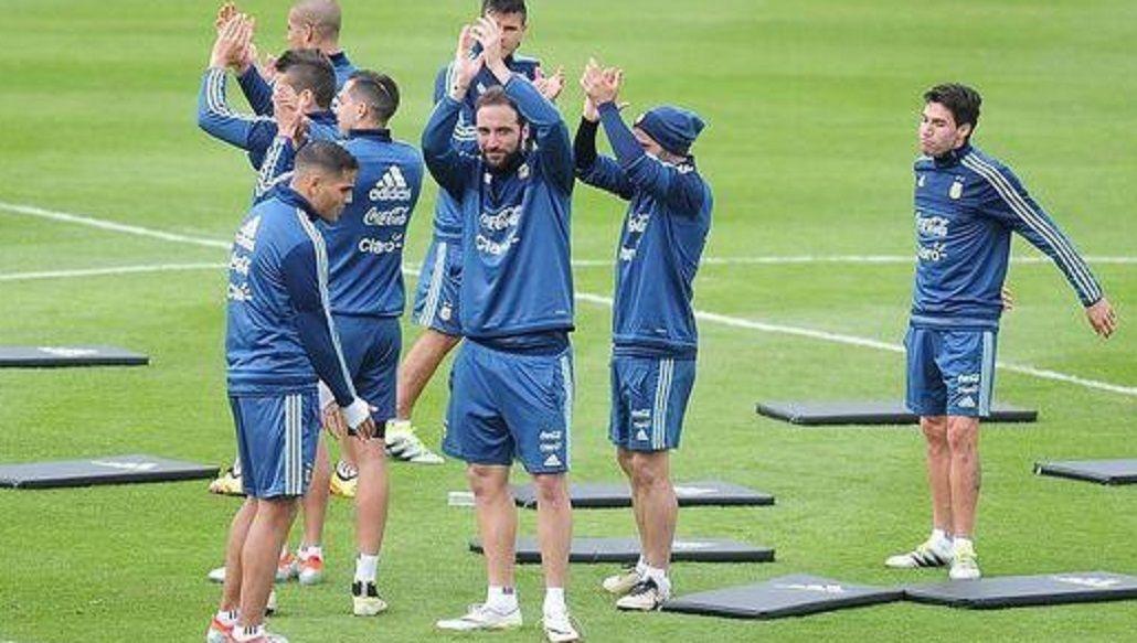 Sin Messi, la Selección entrenó ante una multitud en San Juan