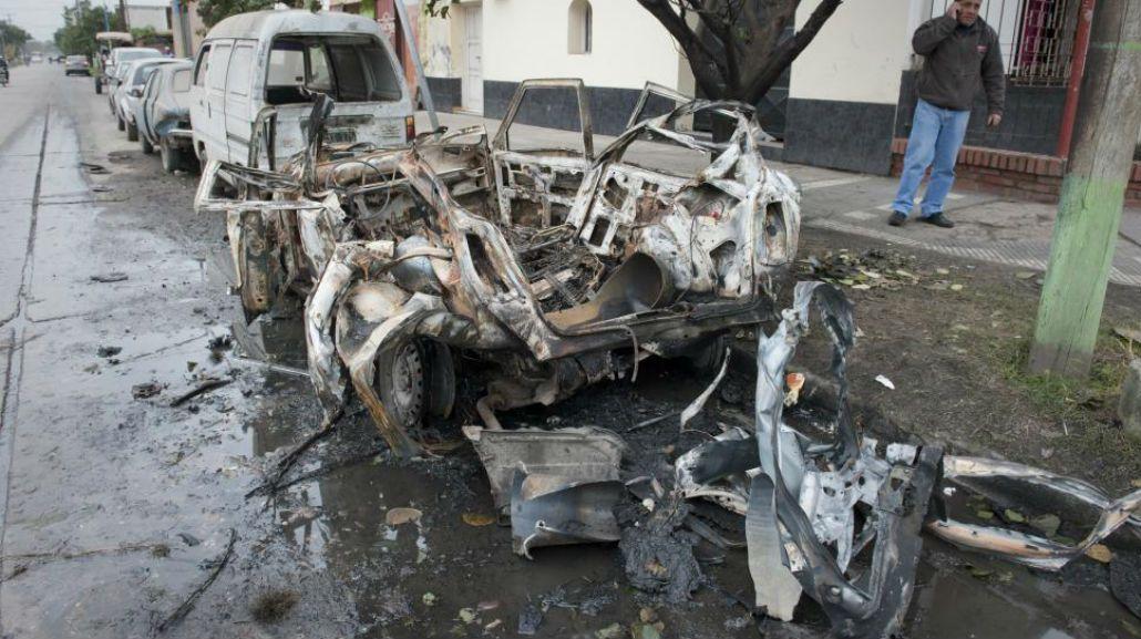Explotó un auto y asustó a los vecinos: investigan si fue intencional