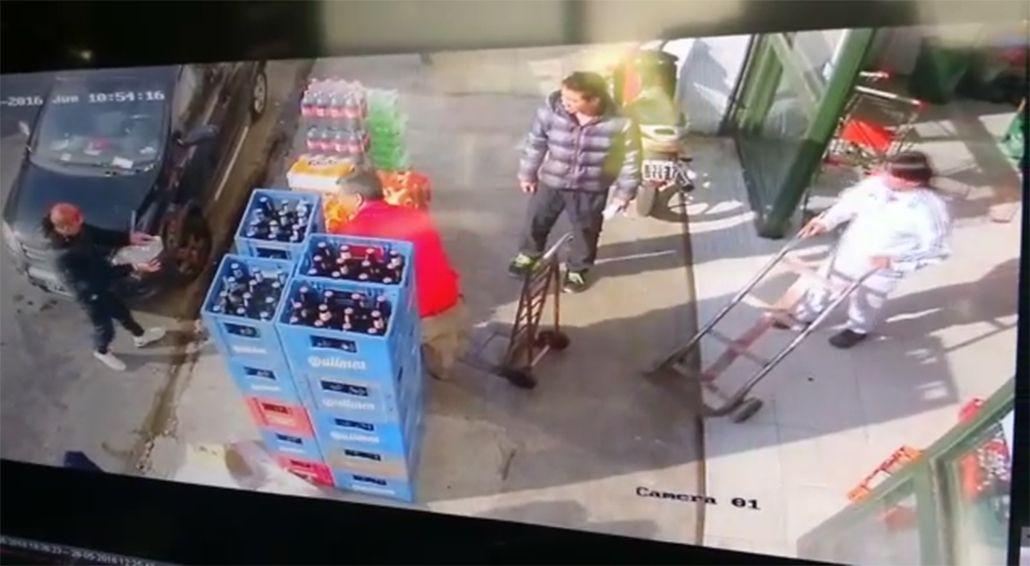 VIDEO: Lo secuestraron, se tiró del auto y pidió ayuda