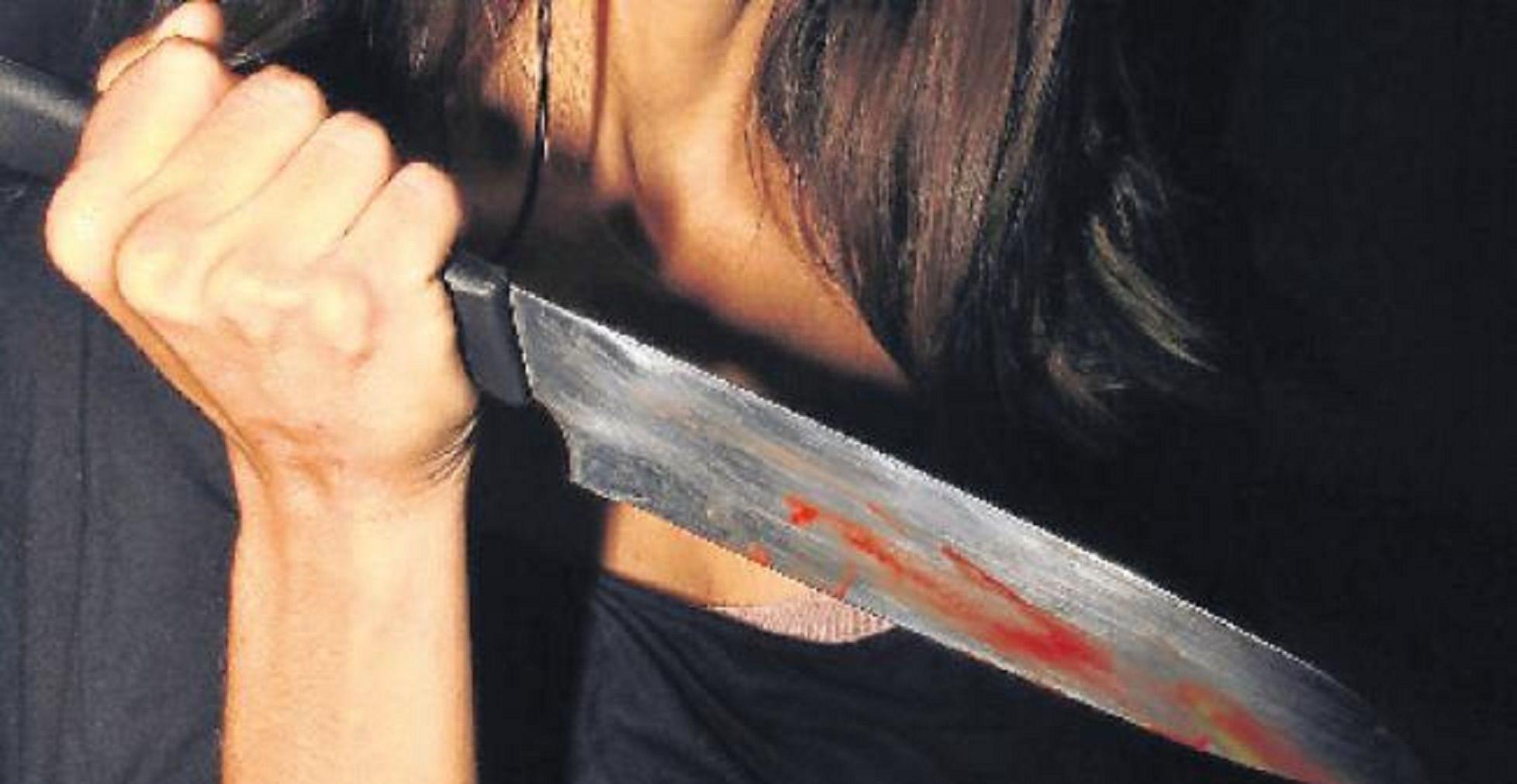Una mujer discutió con un empleado de limpieza y lo mató a puñaladas