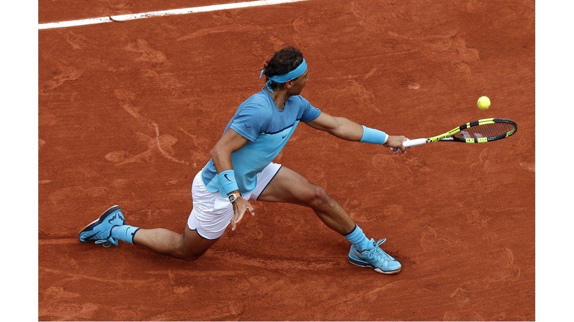 De pie: mirá lo que inventó Rafa Nadal en su debut en Roland Garros