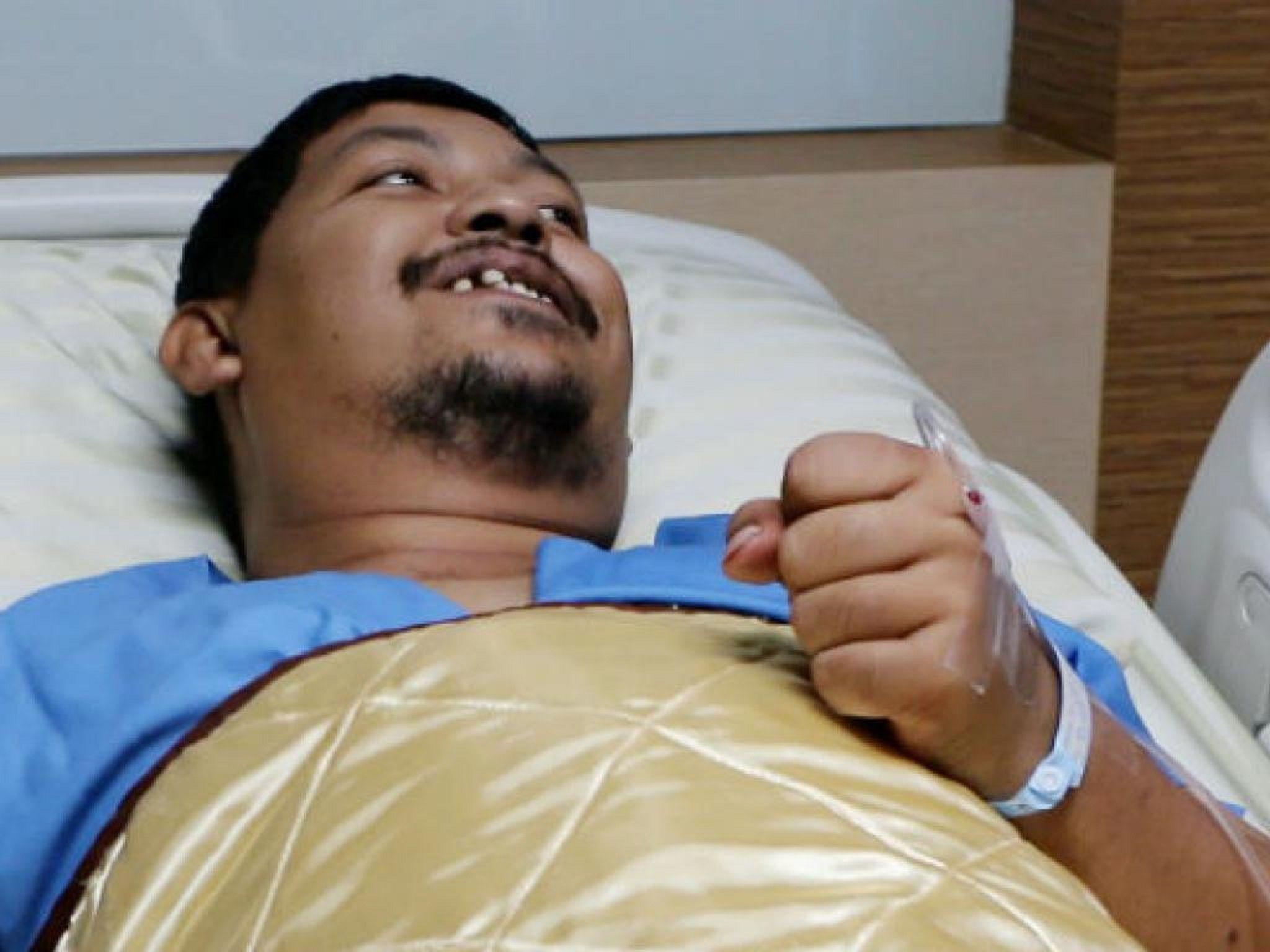 Terrible dolor: una pitón le mordió el pene mientras usaba el inodoro