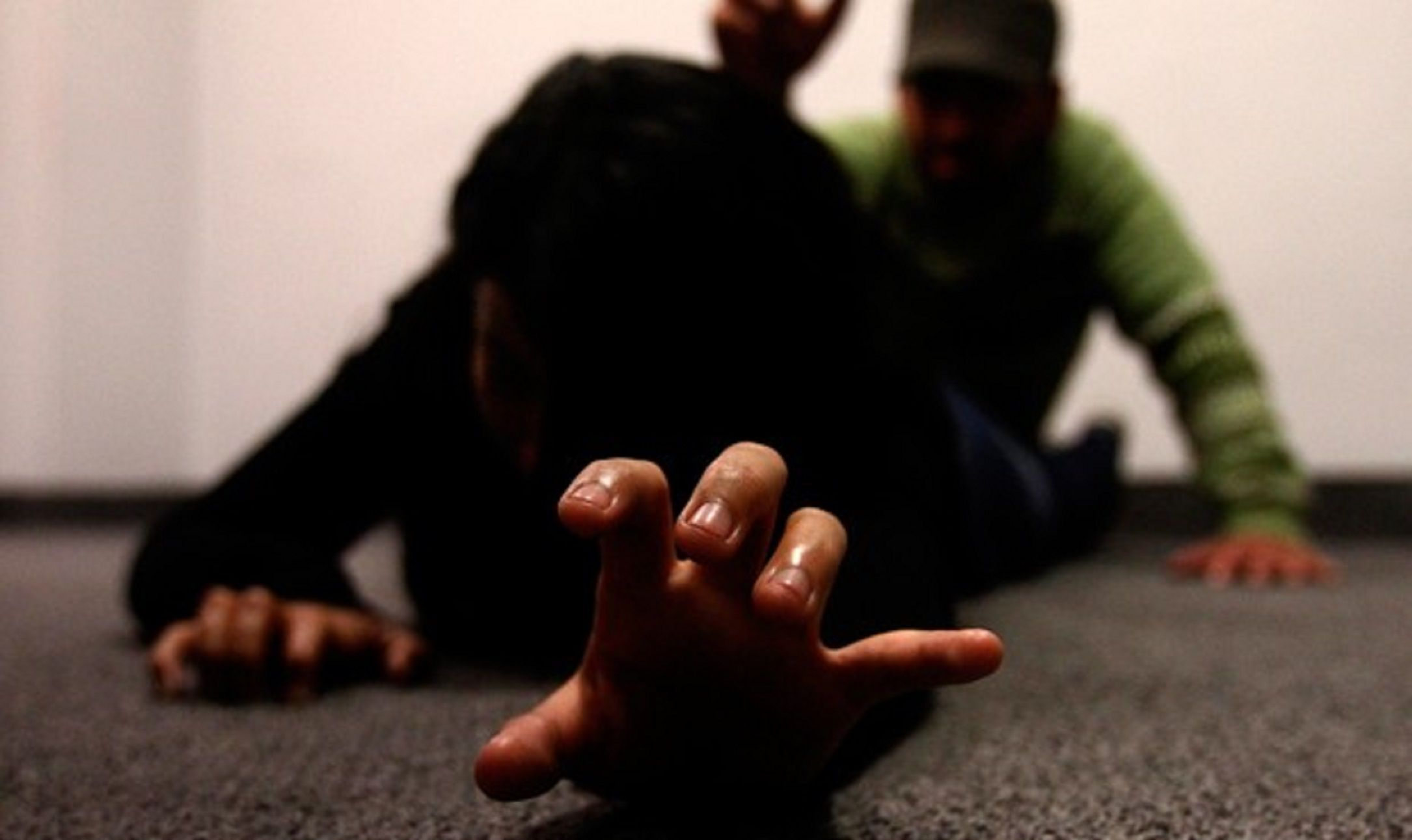 Entraron armados, robaron 40 mil pesos y violaron salvajemente a una joven frente a su padre
