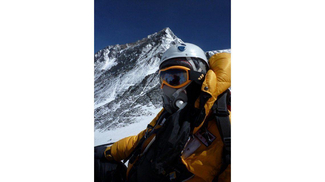 Un alpinista hizo cima en el Everest, pero murió en el descenso