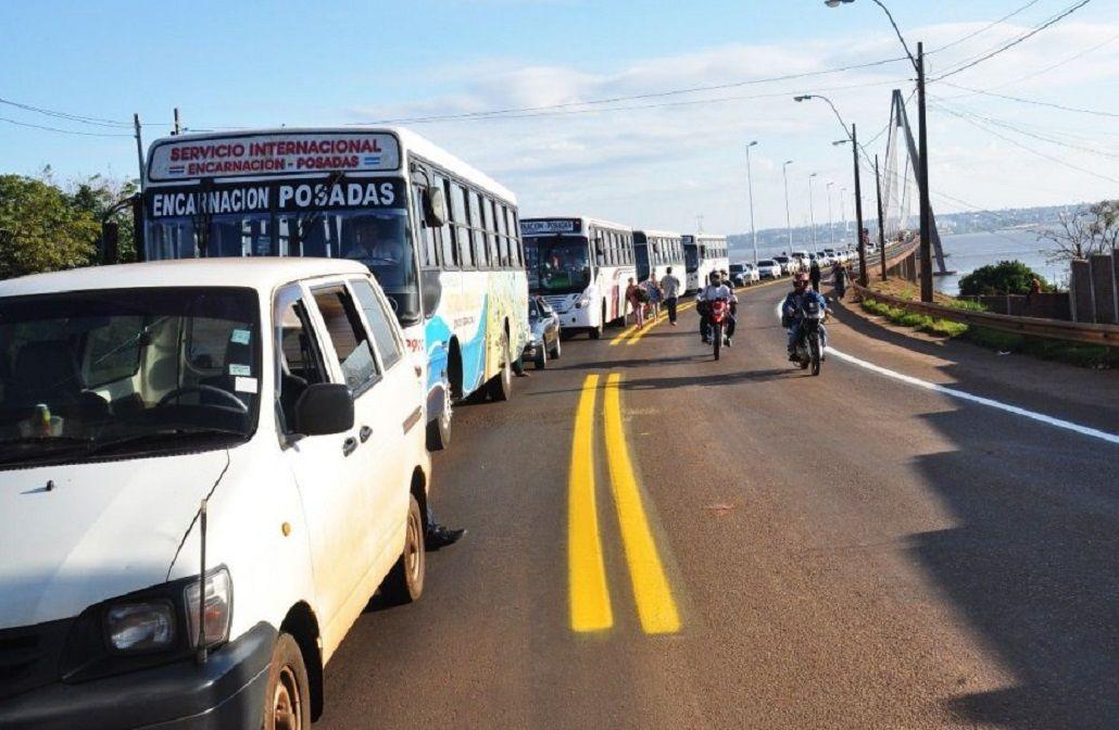 Éxodo naftero: masivo cruce a Paraguay para cargar combustible más barato