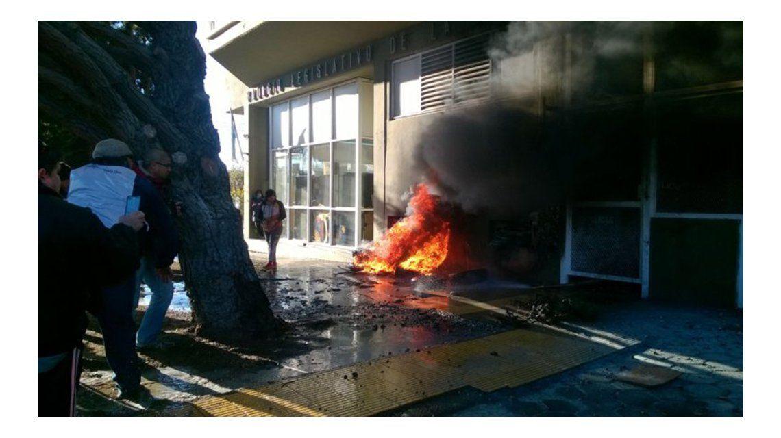 Santa Cruz: serios incidentes en la Legislatura obligan a suspender la sesión