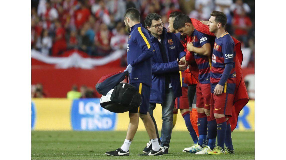 Barcelona confirmó la lesión de Suárez y le puso plazo a su recuperación