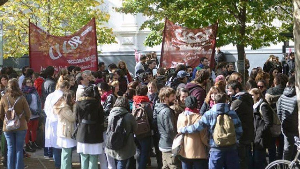 Médicos bonaerenses rechazan aumento y comienza paro de 72 horas