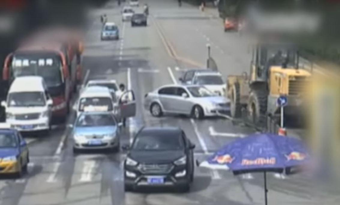 VIDEO: El conductor de una excavadora mató a un ciclista