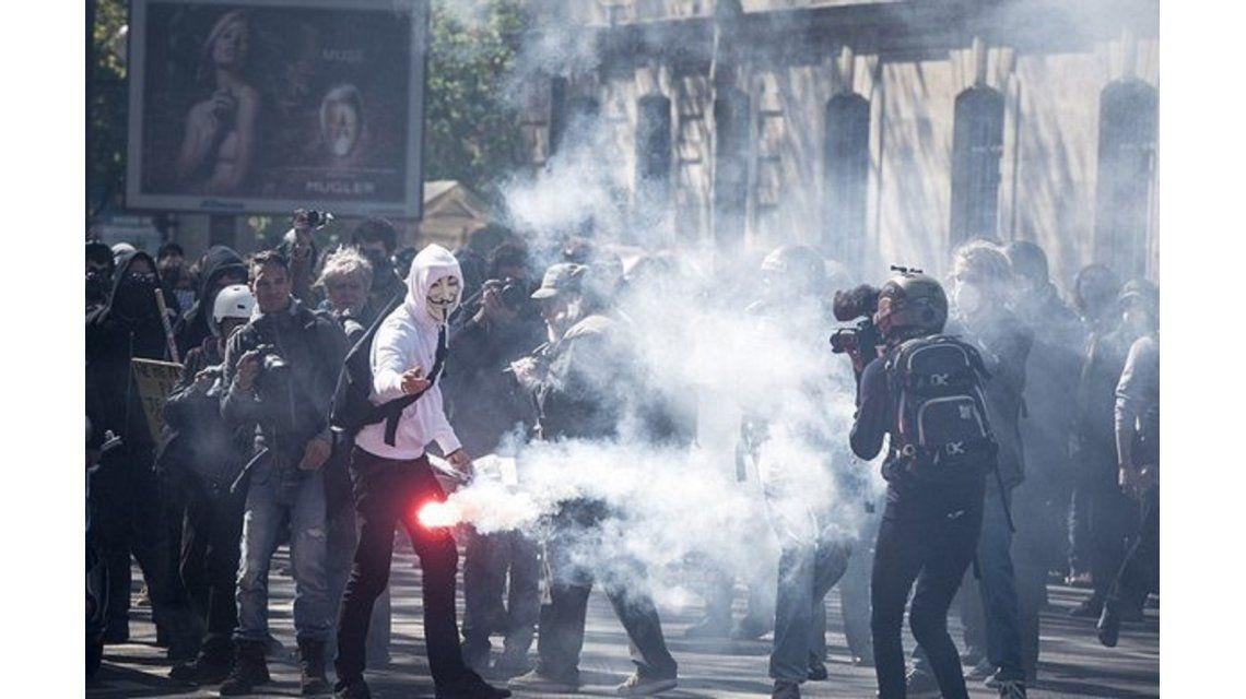 Feroz protesta contra la reforma laboral en Francia: impactantes imágenes