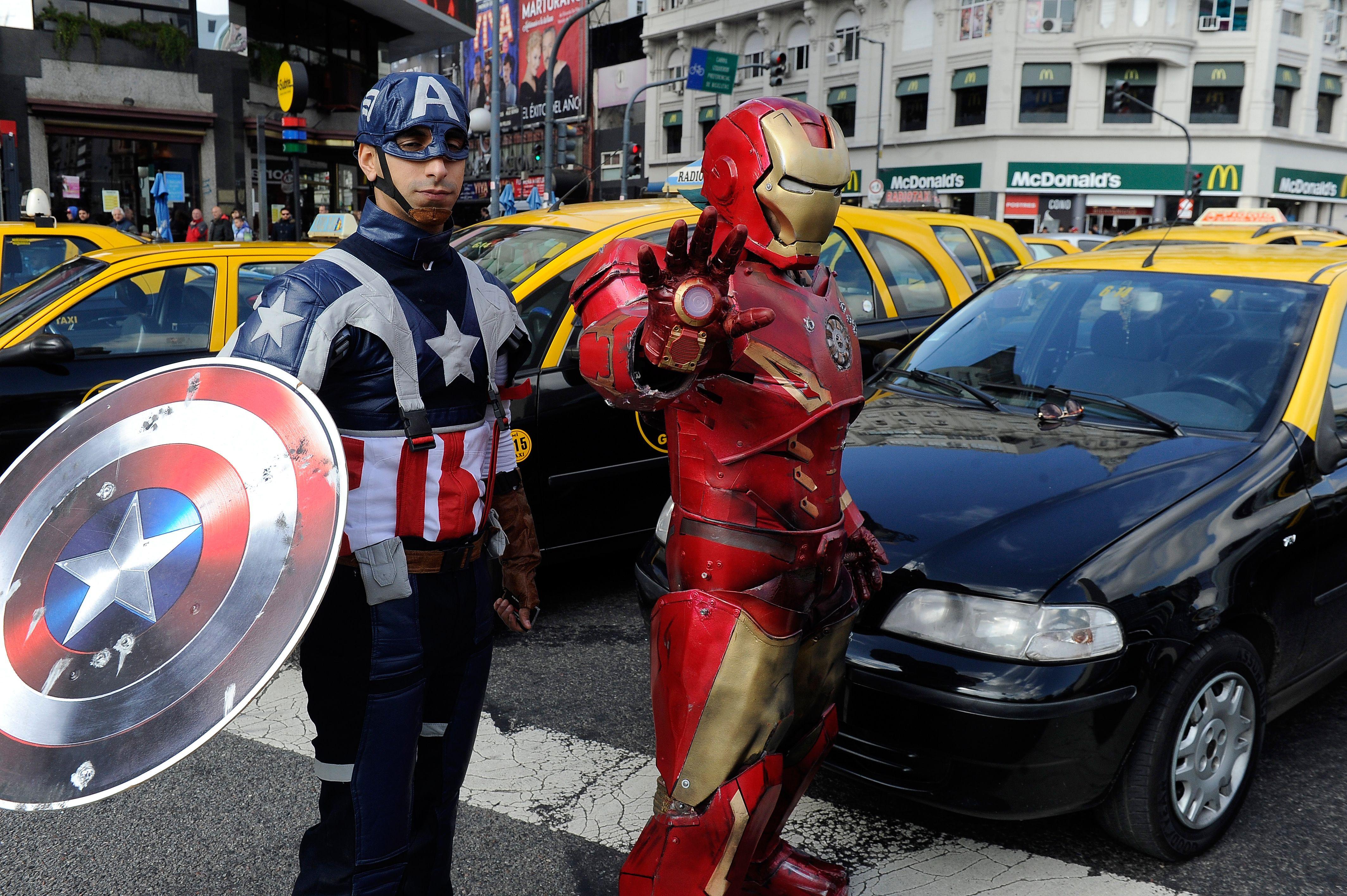Insólito: Iron Man y Capitán América, en plena lucha contra Uber