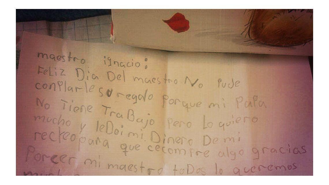 La nota que recibió un profesor en su día: Le doy el dinero para que compre algo