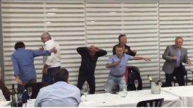 Mirá el divertido baile de Oyarbide con dirigentes del Sindicato de taxis