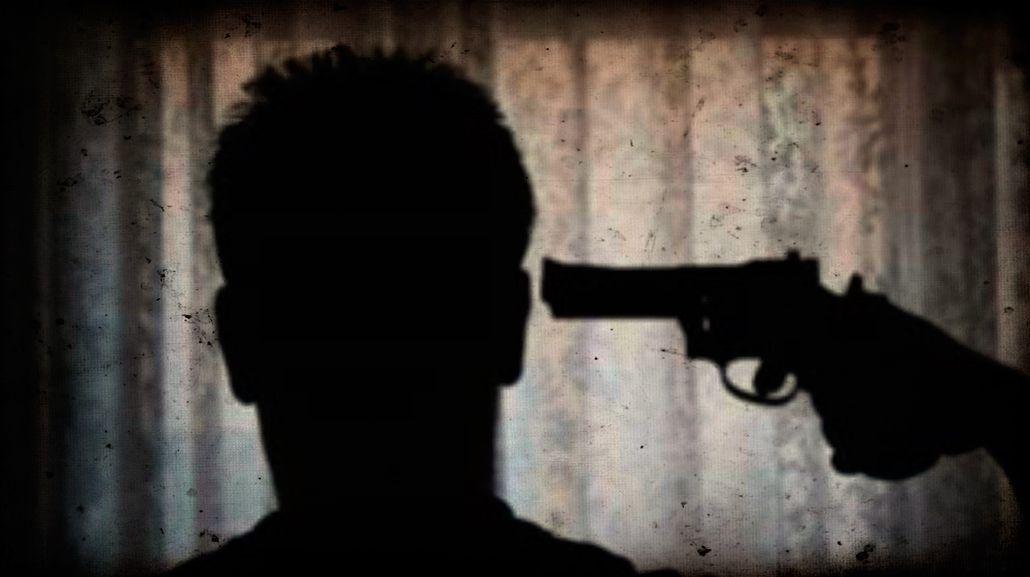 Amores que matan: dos amigos jugaron a la ruleta rusa por una mujer
