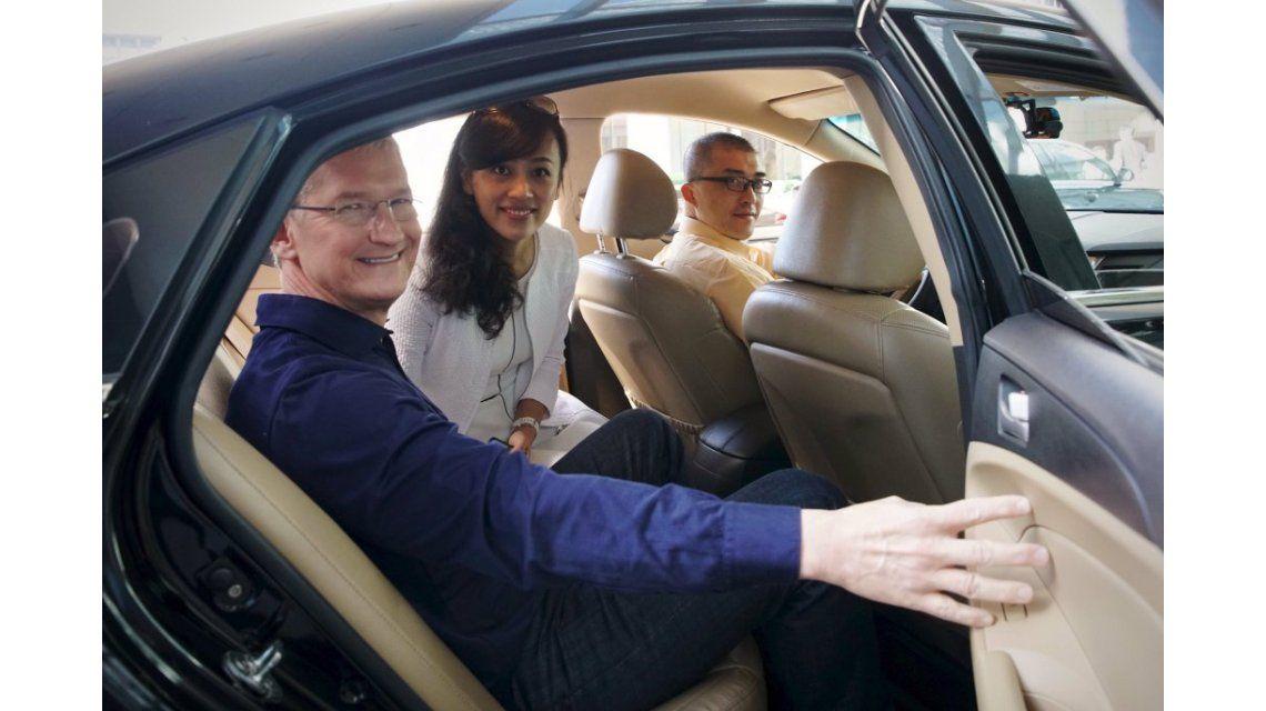 Después de haber invertido en el Uber chino, Tim Cook se reúne con emprendedores