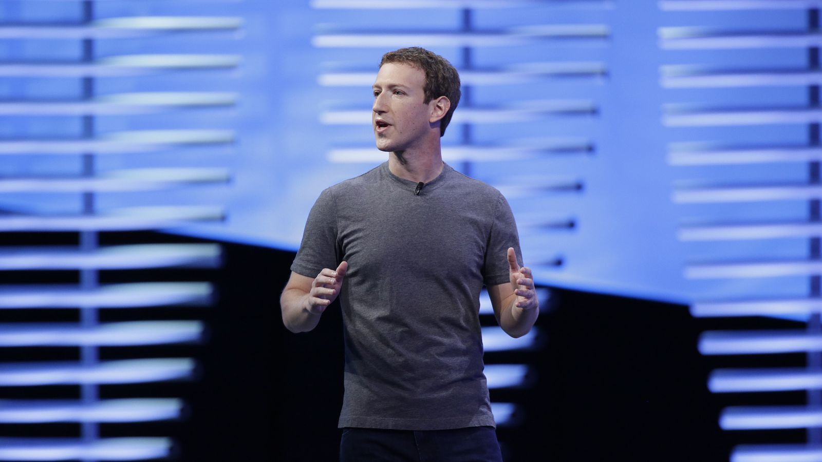 Mark Zuckerberg se reune con líderes conservadores para calmar las aguas