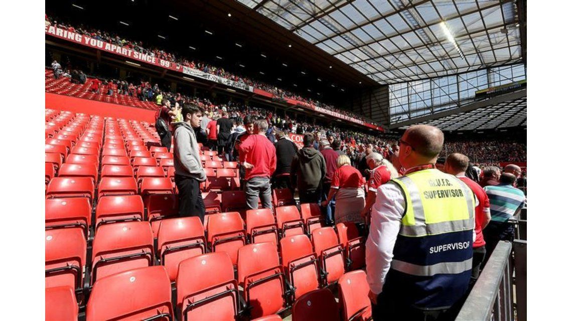 Manchester United - Bournemouth fue suspendido tras hallarse un paquete sospechoso