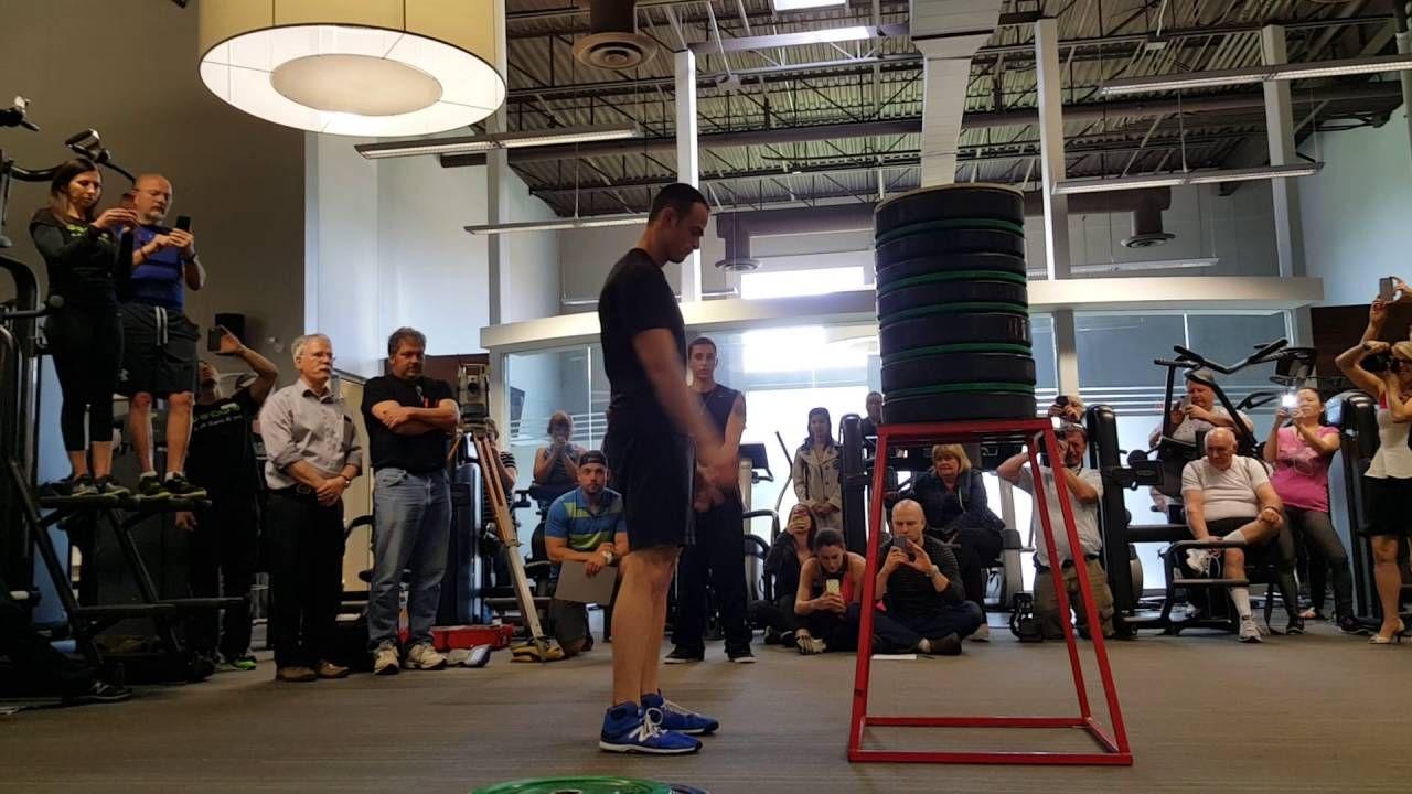 Increíble: un canadiense saltó más de su altura y logró un récord Guinness