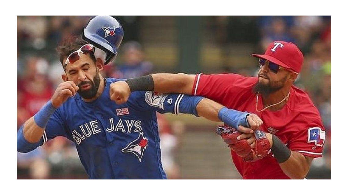 Impresionante: la terrible trompada de un beisbolista en medio de un partido