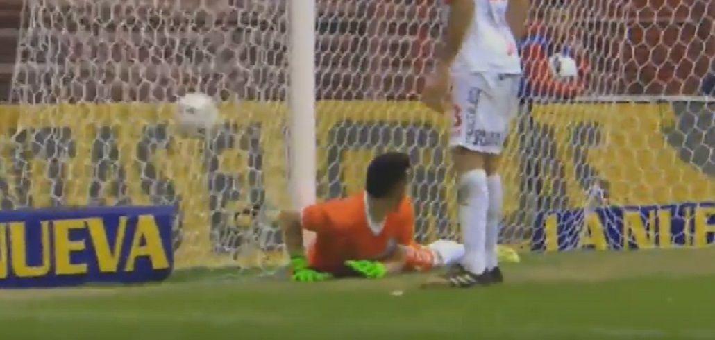 Mirá el papelón del arquero de Argentinos en el gol de Lanús