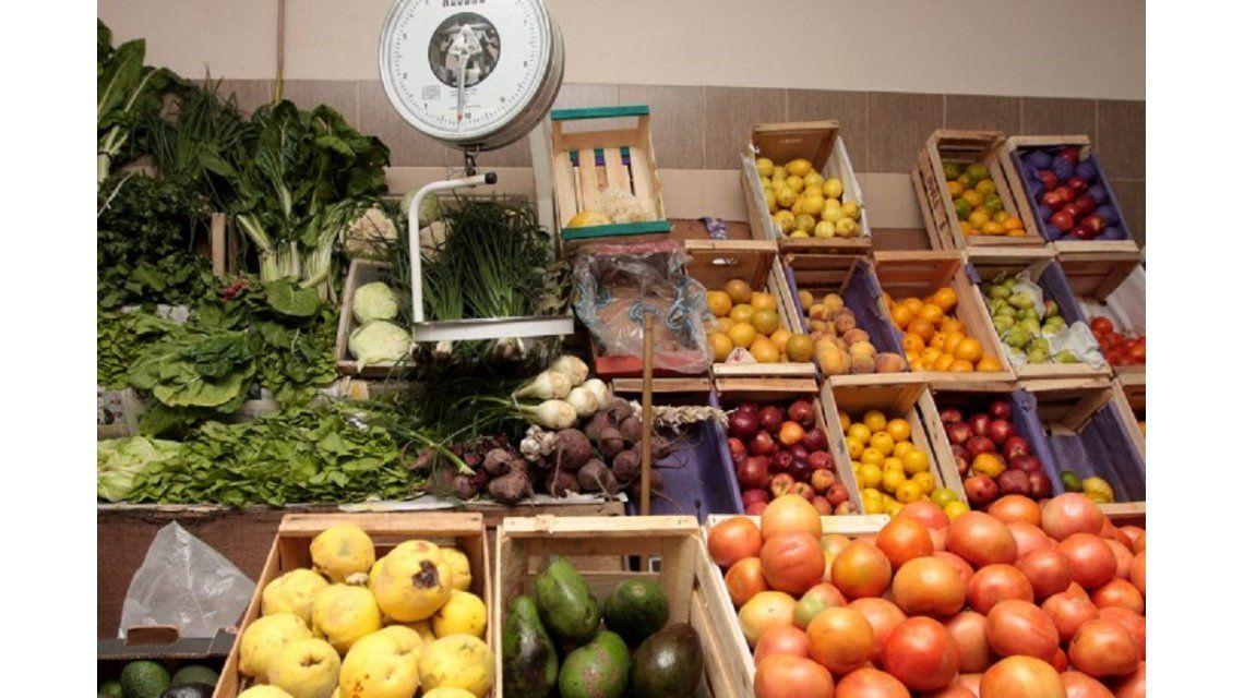 Afuera o adentro de la heladera: ¿dónde guardar estas frutas y verduras?