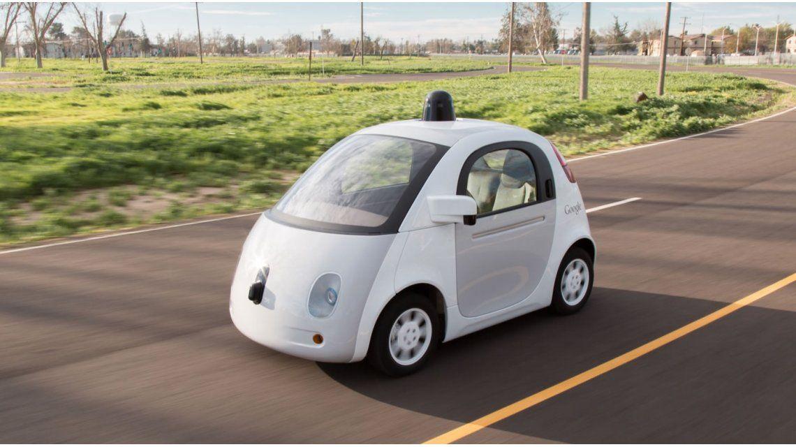 Google contrata pasajeros para que viajen en los autos que se manejan solos
