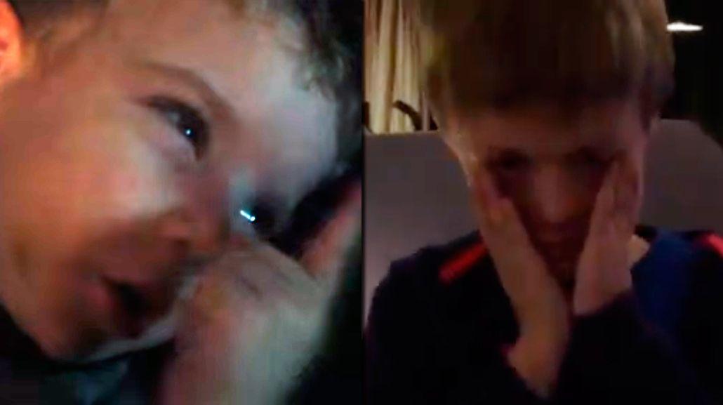 Desconsolados: dos nenes lloran la partida de Barovero de River