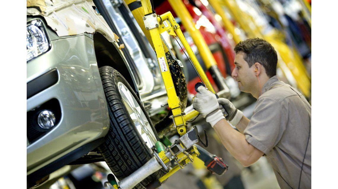 En caída libre: la producción de autos se contrajo casi un 20% en junio pasado