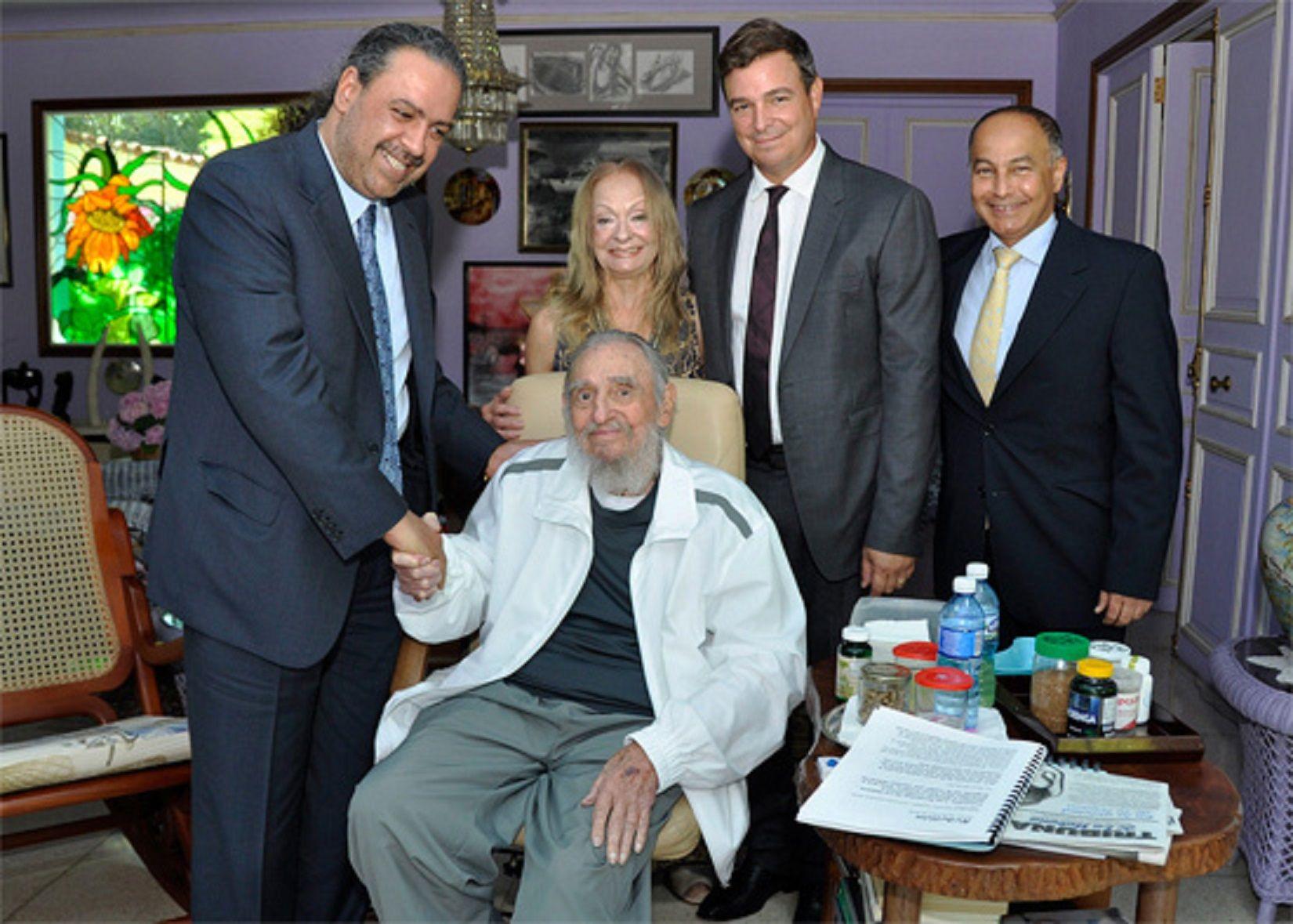 Publican la foto más reciente de Fidel Castro, a tres meses de cumplir 90 años