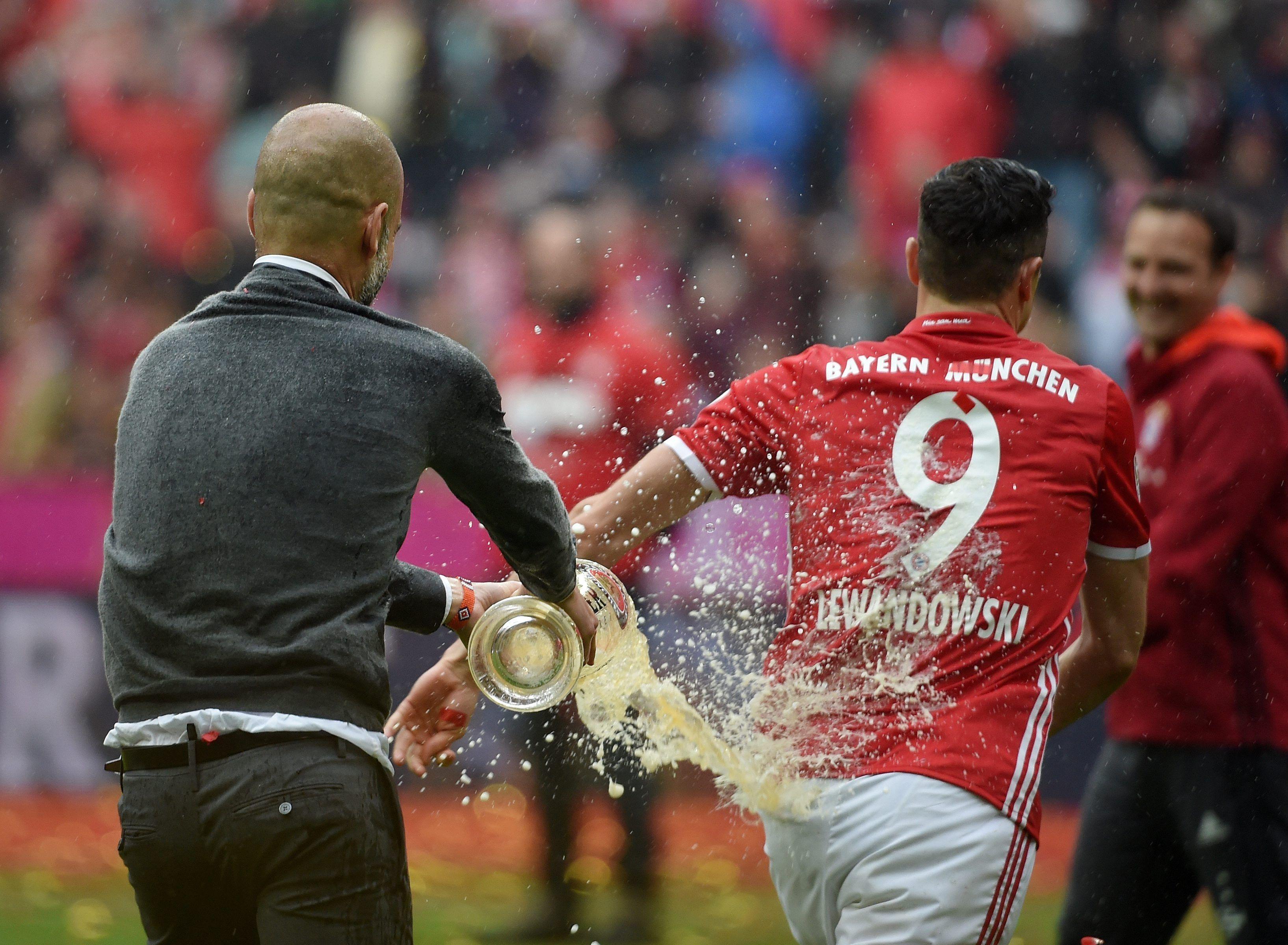 Baño de cerveza: los alocados festejos del Bayern Munich tras otro campeonato