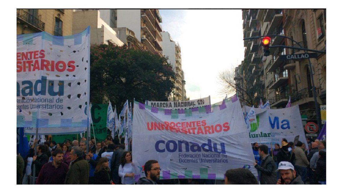 Multitudinaria marcha en el centro en defensa de la educación pública