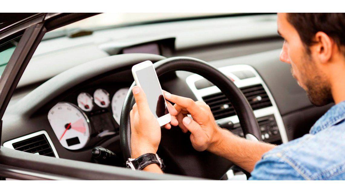 Inseguridad vial: casi la mitad de los conductores reconoce que usa celular cuando maneja