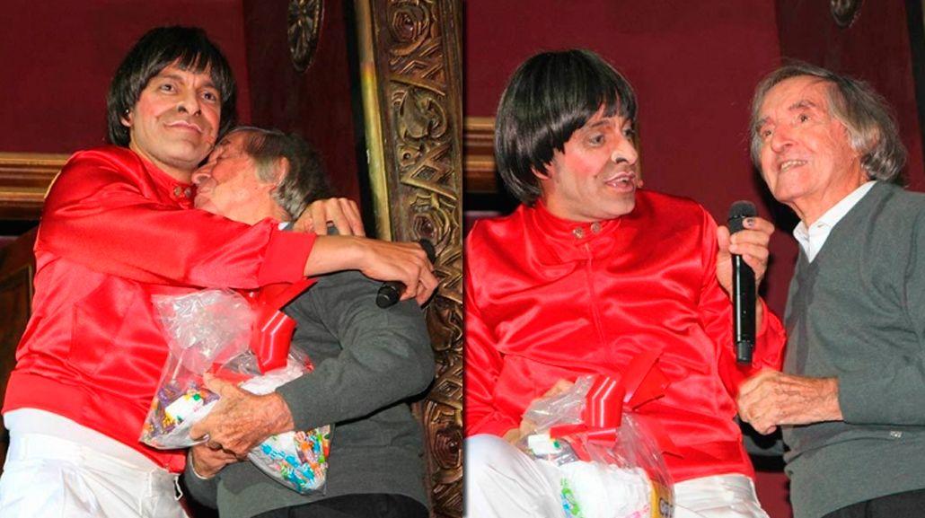 El emotivo homenaje que le hizo Martín Bossi a Carlitos Balá en el teatro