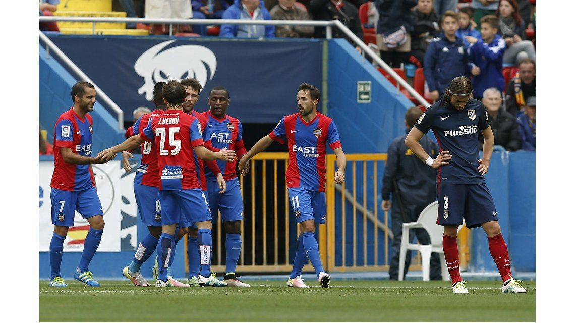 Atlético Madrid cayó con el  descendido Levante y se despidió del campeonato